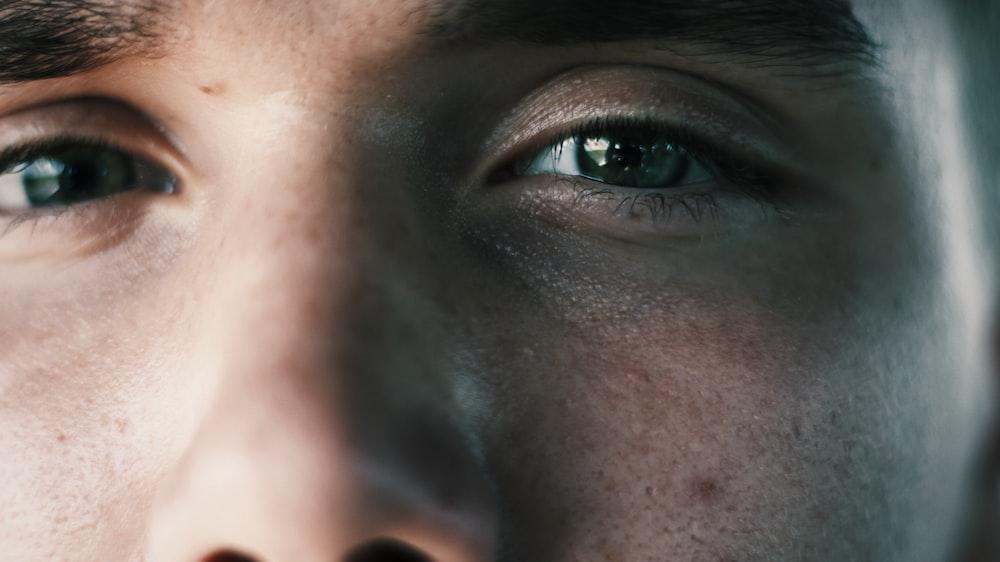 man's green eyes