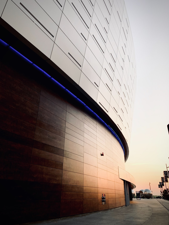 Morning glow on a beautiful building   https://www.instagram.com/francistogram/