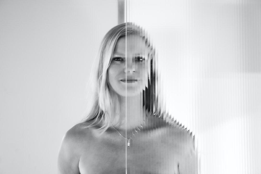 women's blonde hiar