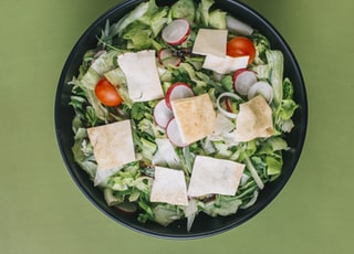 green salad on a black bowl