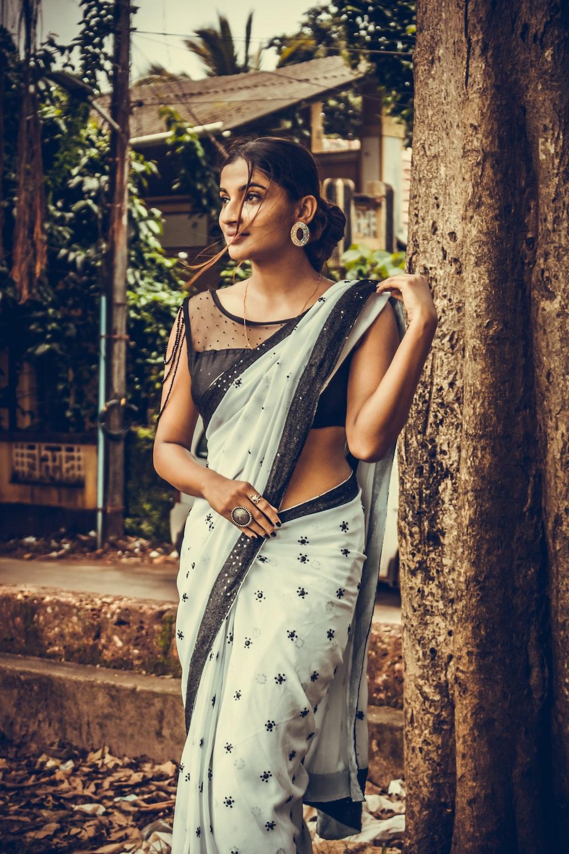 Simple Saree Photo Posing