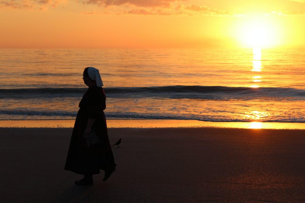 silhouette of woman wearing seashore