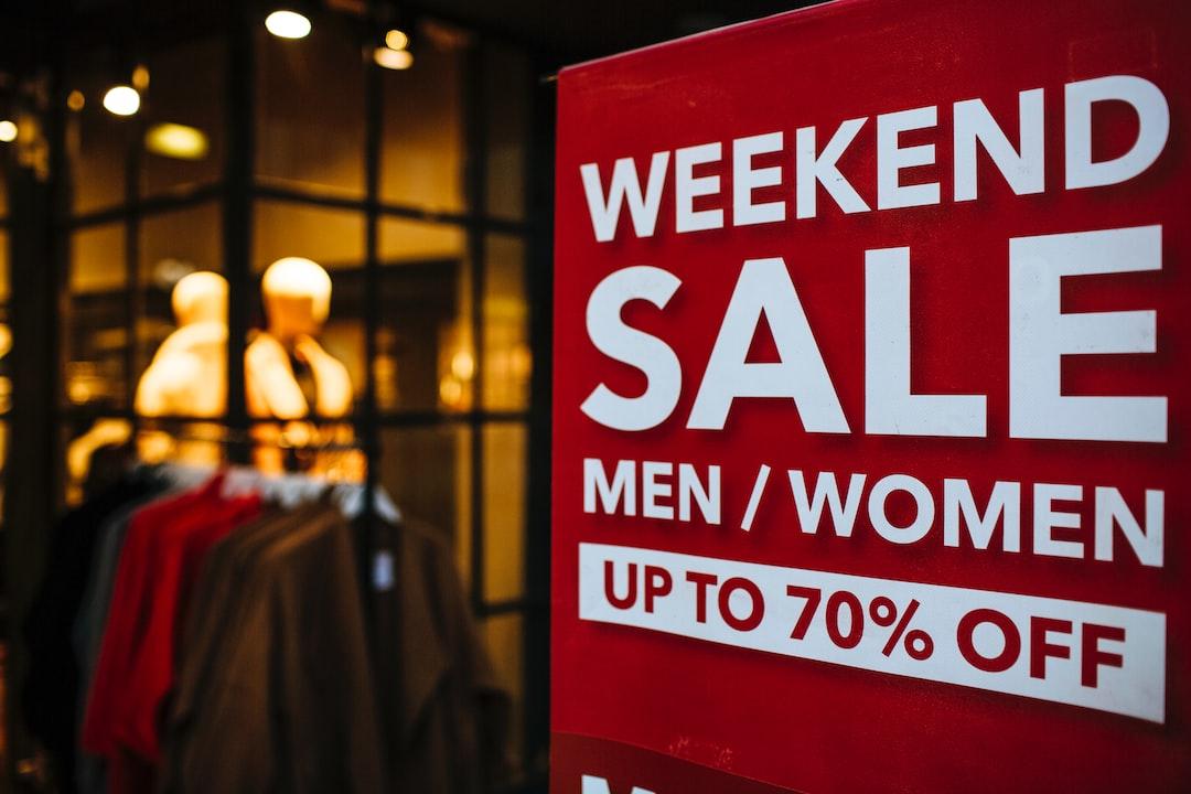 WEEKEND SALE MEN/WOMEN UP TO 70% OFF
