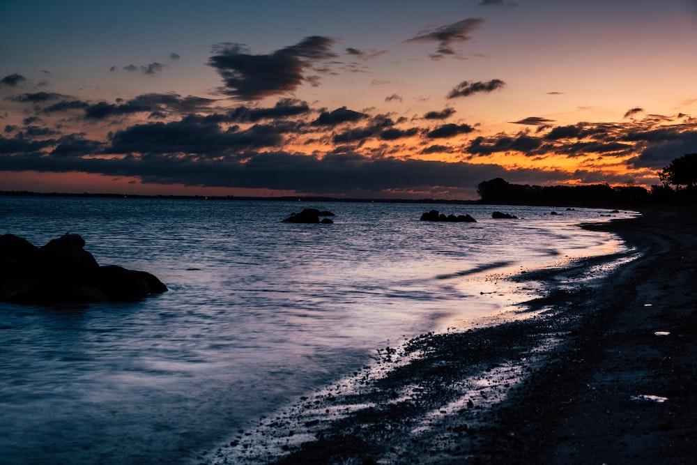 low light photo of ocean