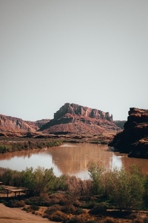 tarn viewing mountain during daytime