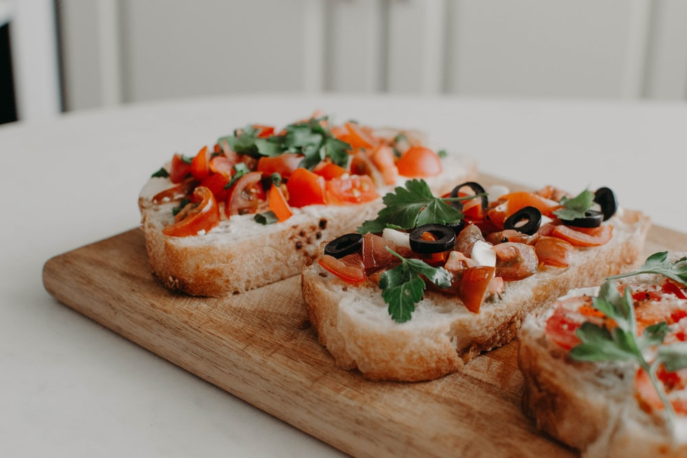 vegetable-toppes bread slices