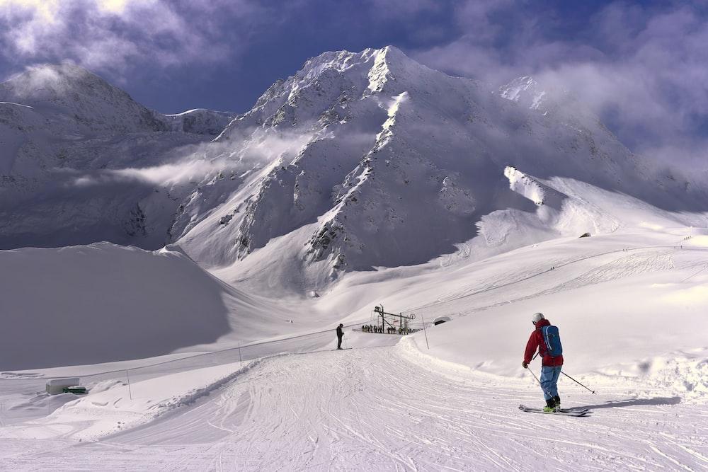 man snowboarding during daytime