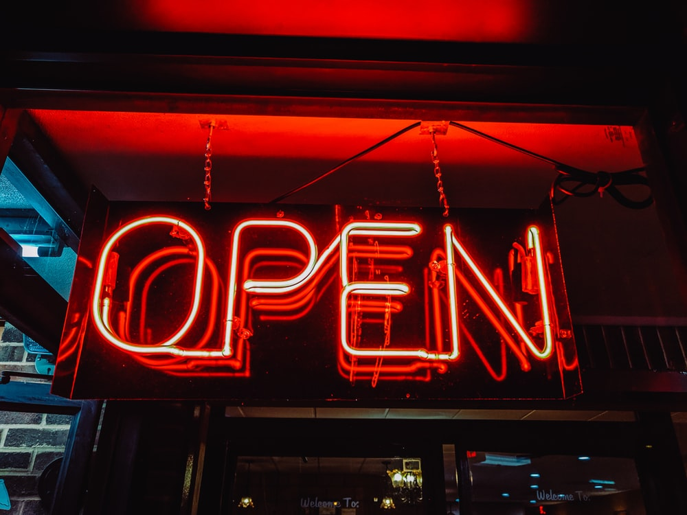 turned-on red Open neon sigange