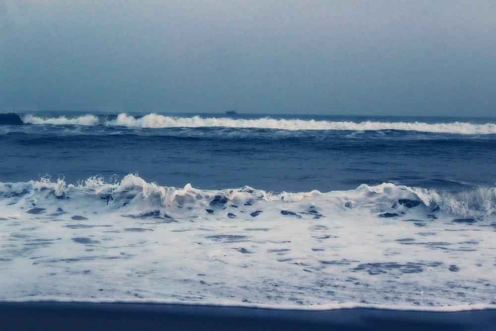 waves rushing to shore at daytime