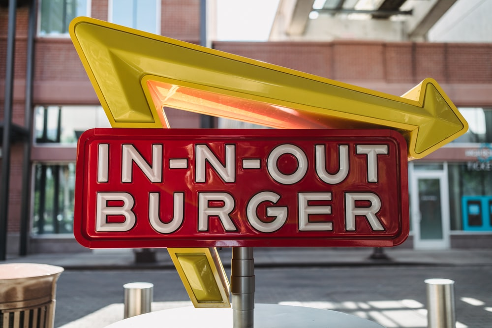 in-n-out burger signage
