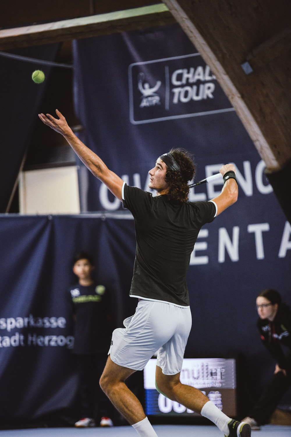 shallow focus photo of man playing tennis