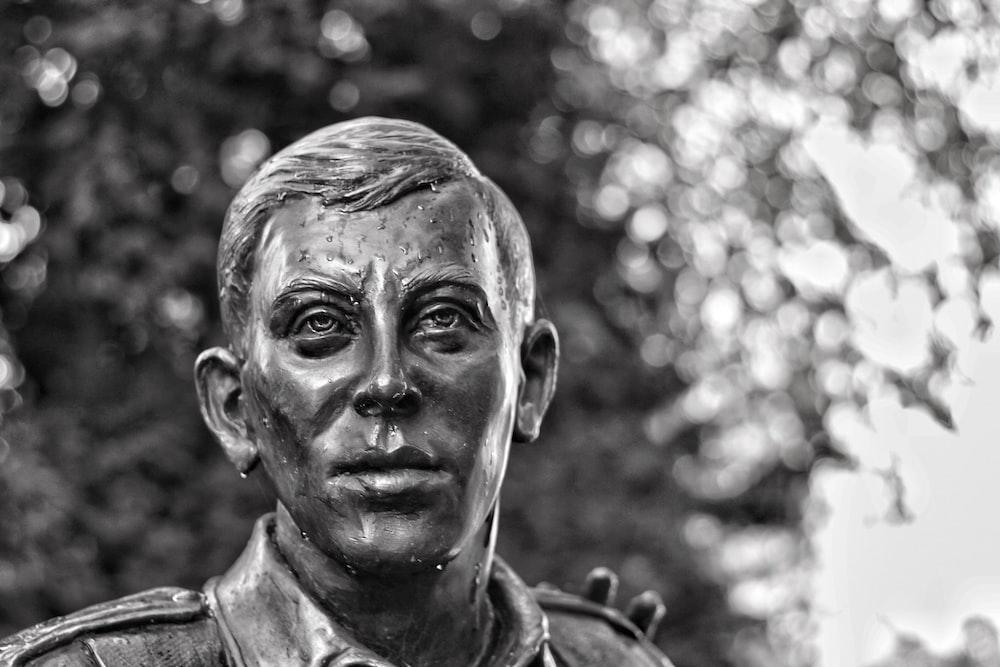 shallow focus photo of man statue