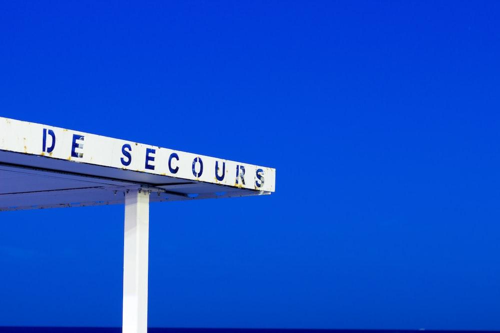 De Secours signage