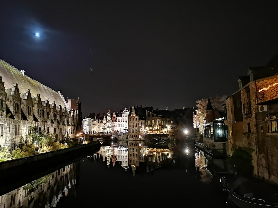 Graslei at night
