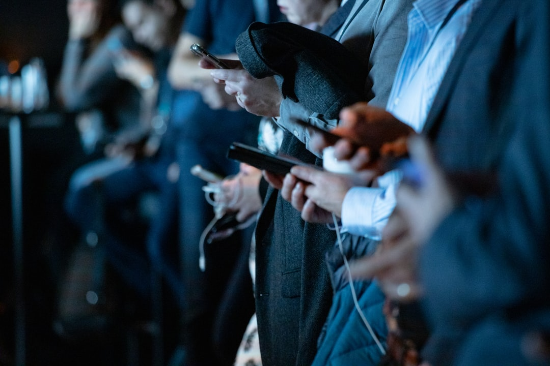 people using mobile devices while waiting in line are being marketed to, online