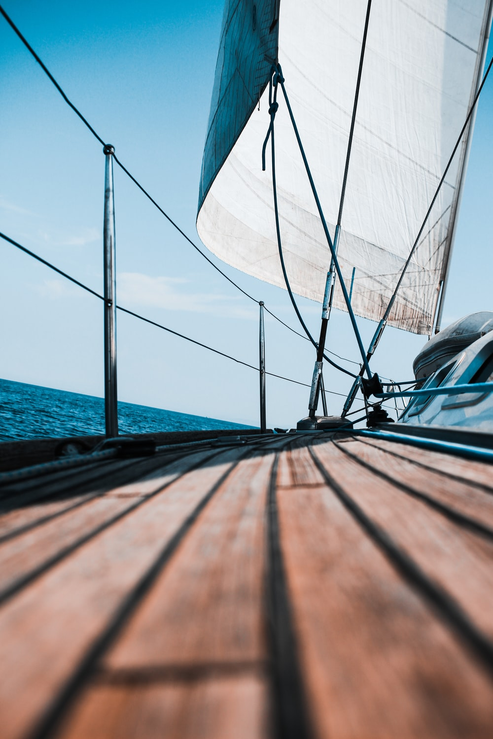 selective focus photography of blue and gray mast during daytime