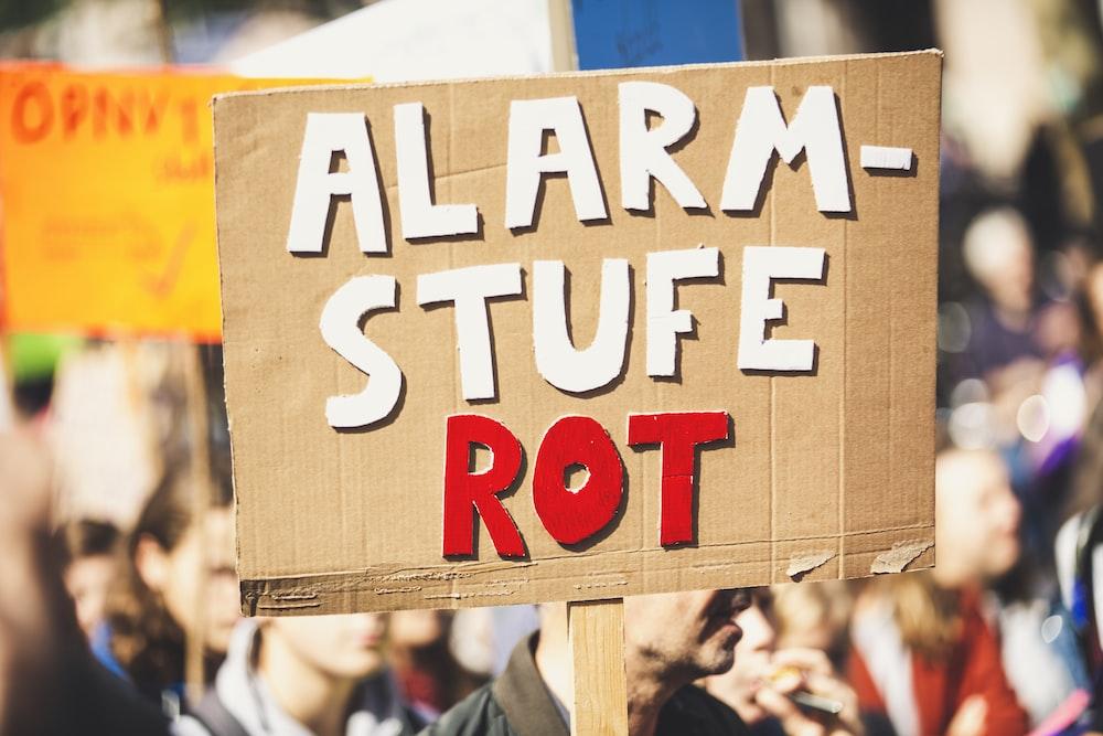 alarm stufe rot signage