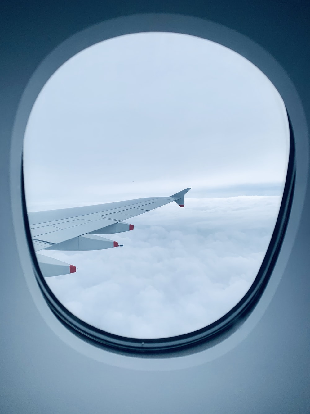 white airplane wing on air during daytime