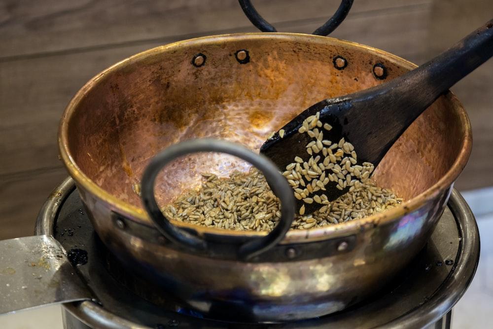 shallow focus photo of brown coot pot