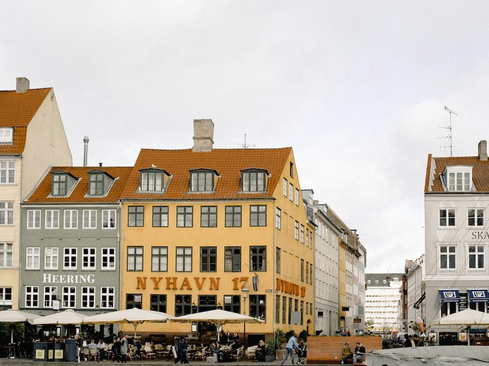 Nyhavn 17 concrete building during daytime