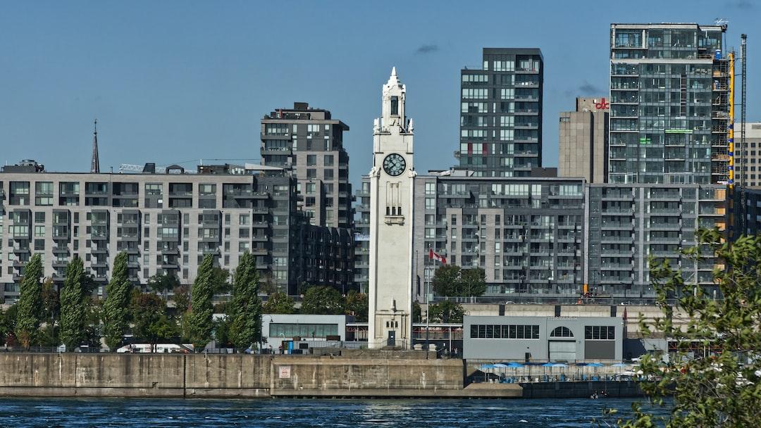 La tour de l'Horloge est une tour horloge située sur le Quai de l'horloge au Vieux-Port de Montréal. On l'appelait aussi Sailors' Memorial Tower. Elle a été classée édifice fédéral du patrimoine en 1996.