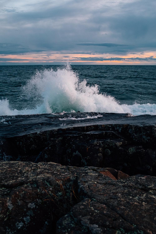focus photo of ocean
