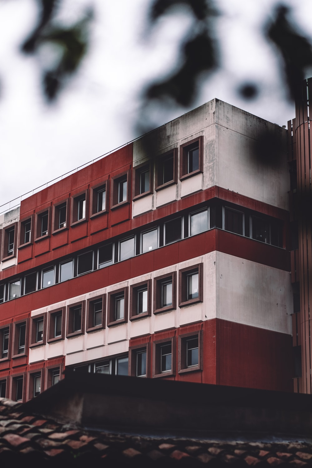 gray and red concrete building