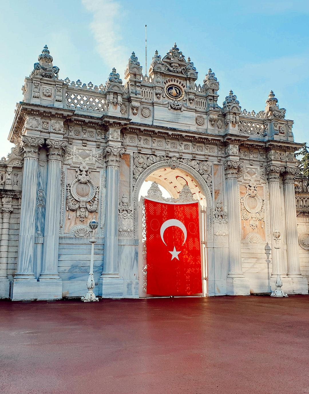 Dolmabahçe Sarayı.