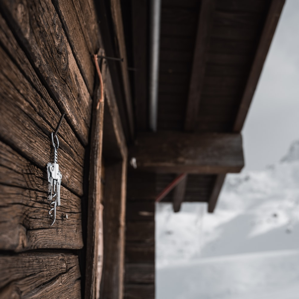 hanging keys on wall