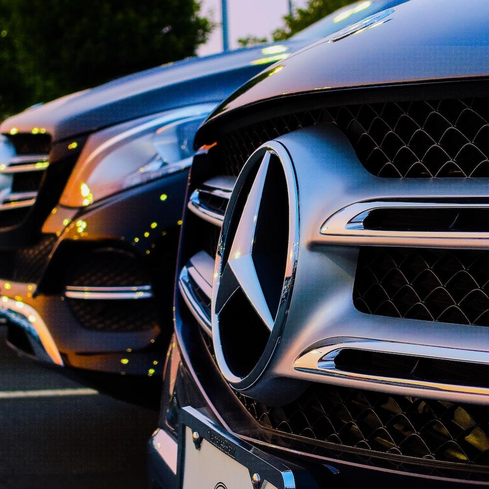 grey Mercedes-Benz emblem