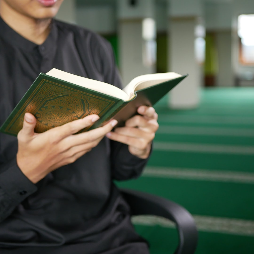 Man read al-quran