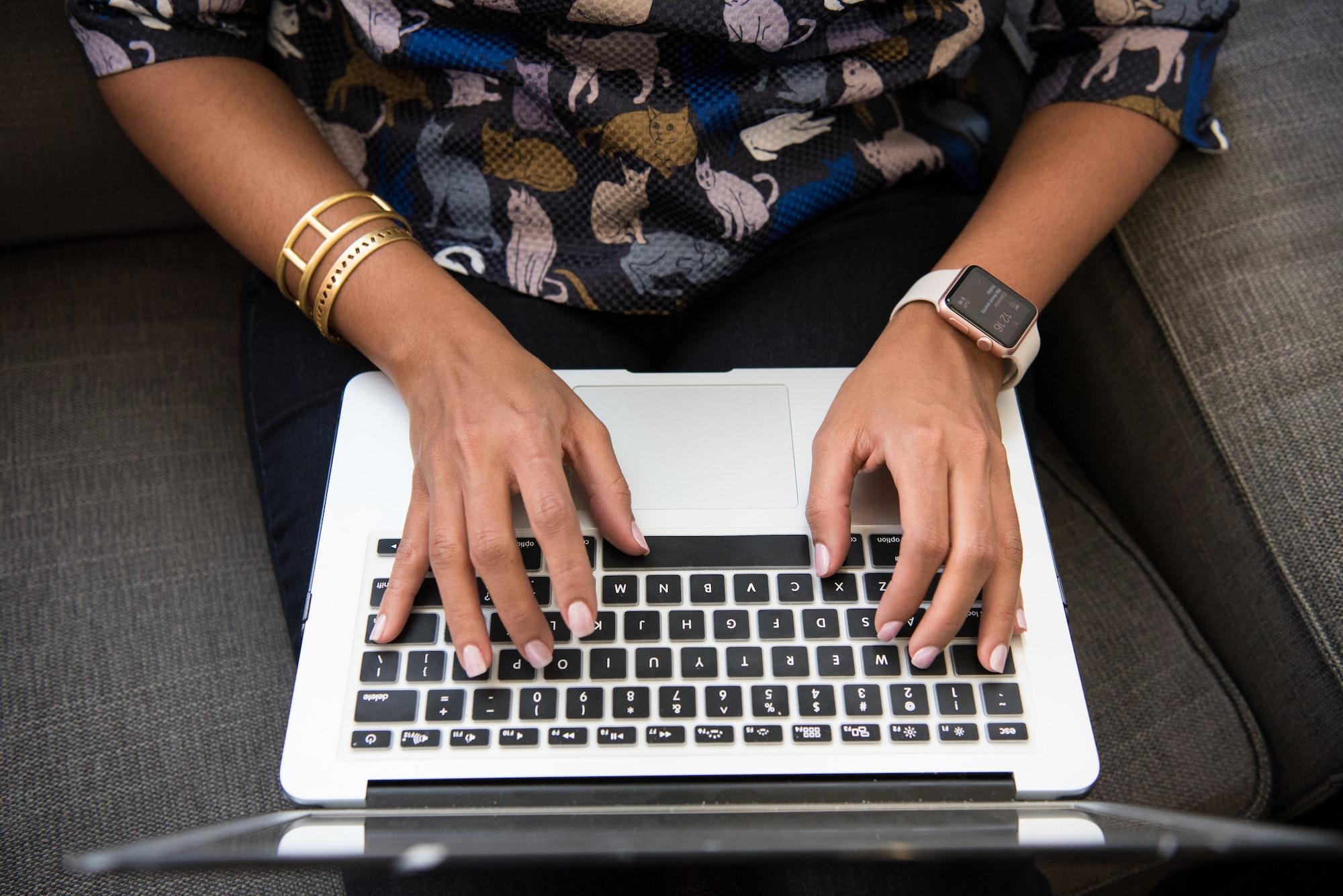 Demissões e sobrecarga: pandemia faz mulheres retrocederem na carreira