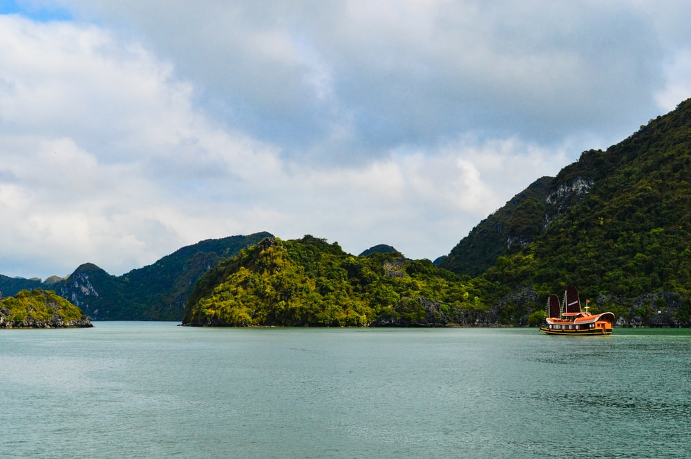 floating restaurant near islands