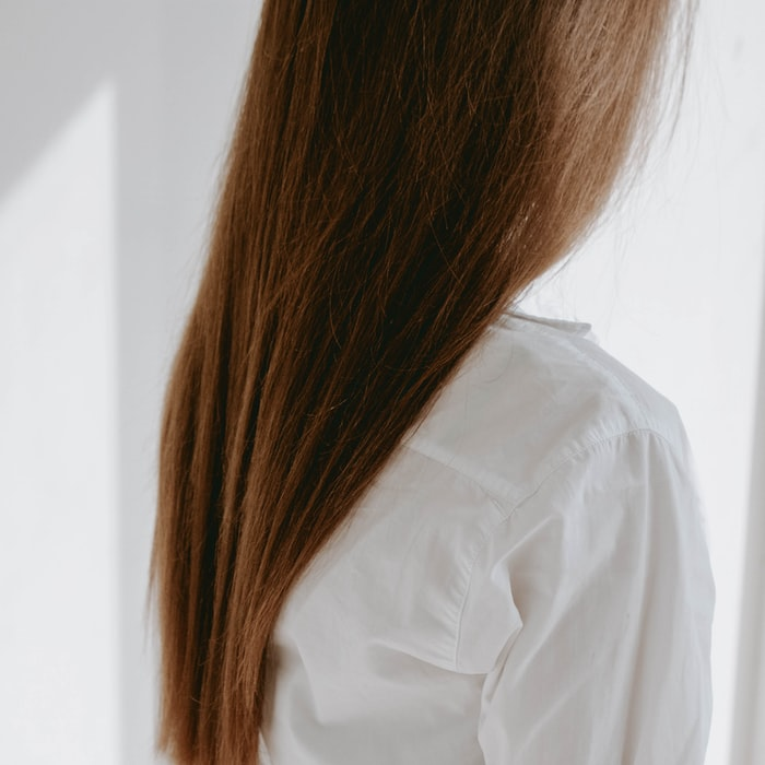 photo from behind of womens hair