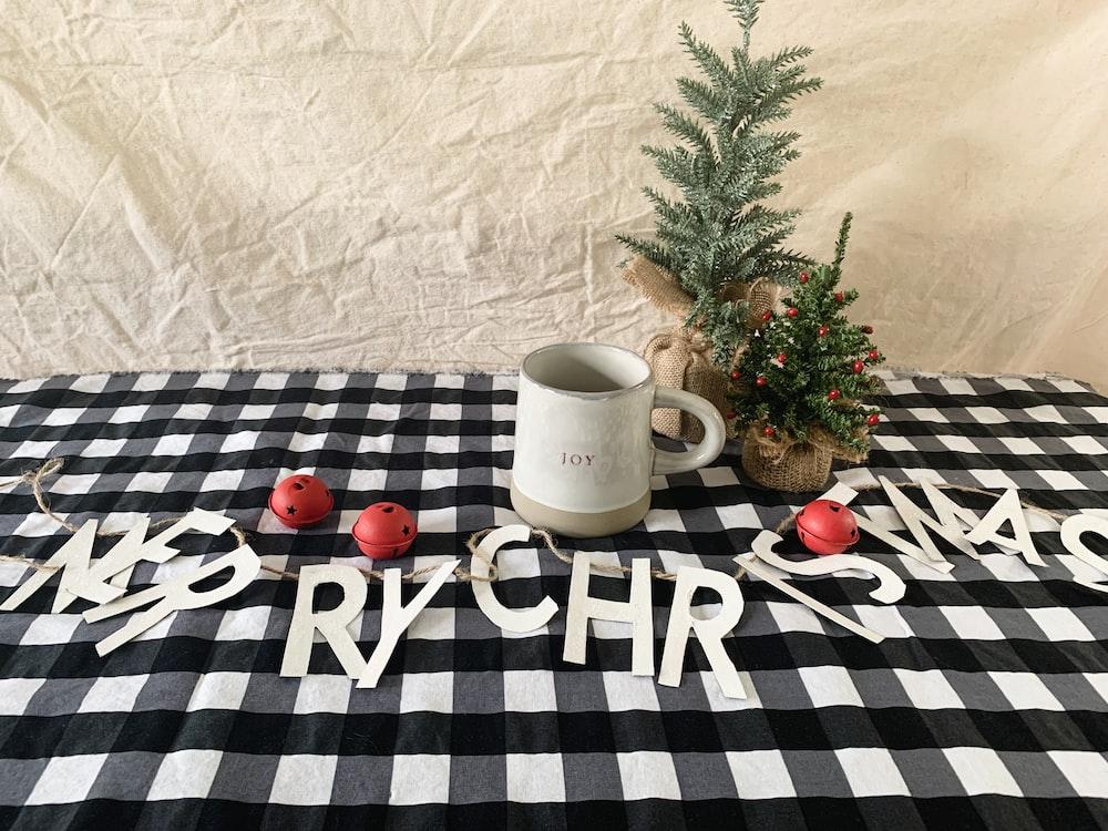 white mug pon table
