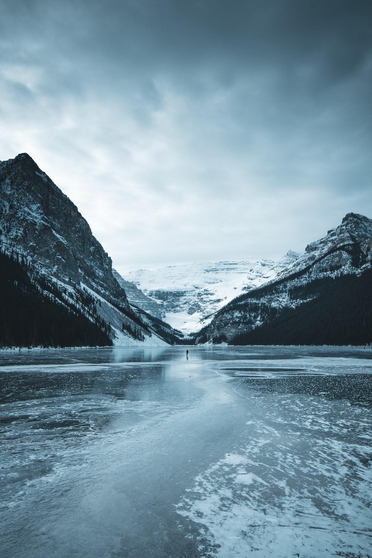 white snow mountain