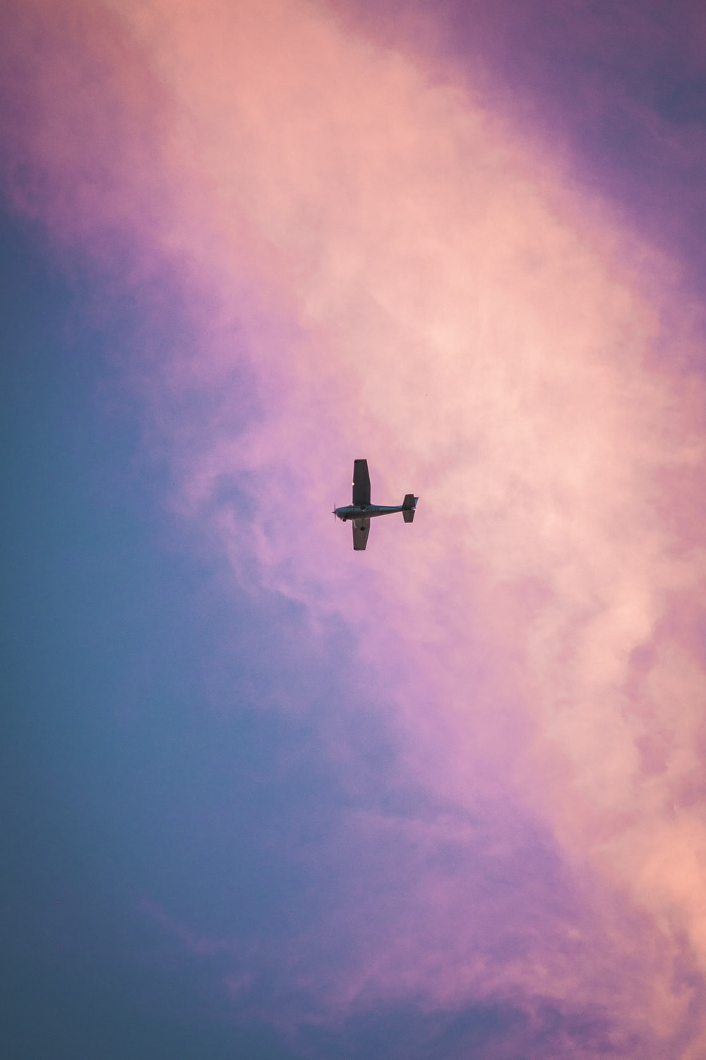 airplane in midair during day