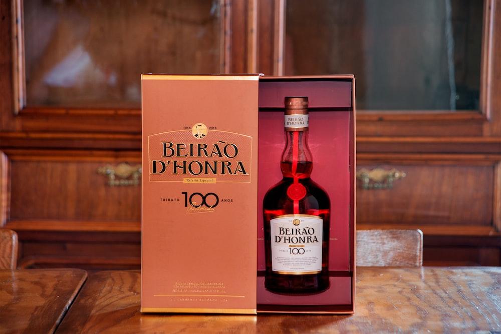 Beirao D'Honro 100 box on table