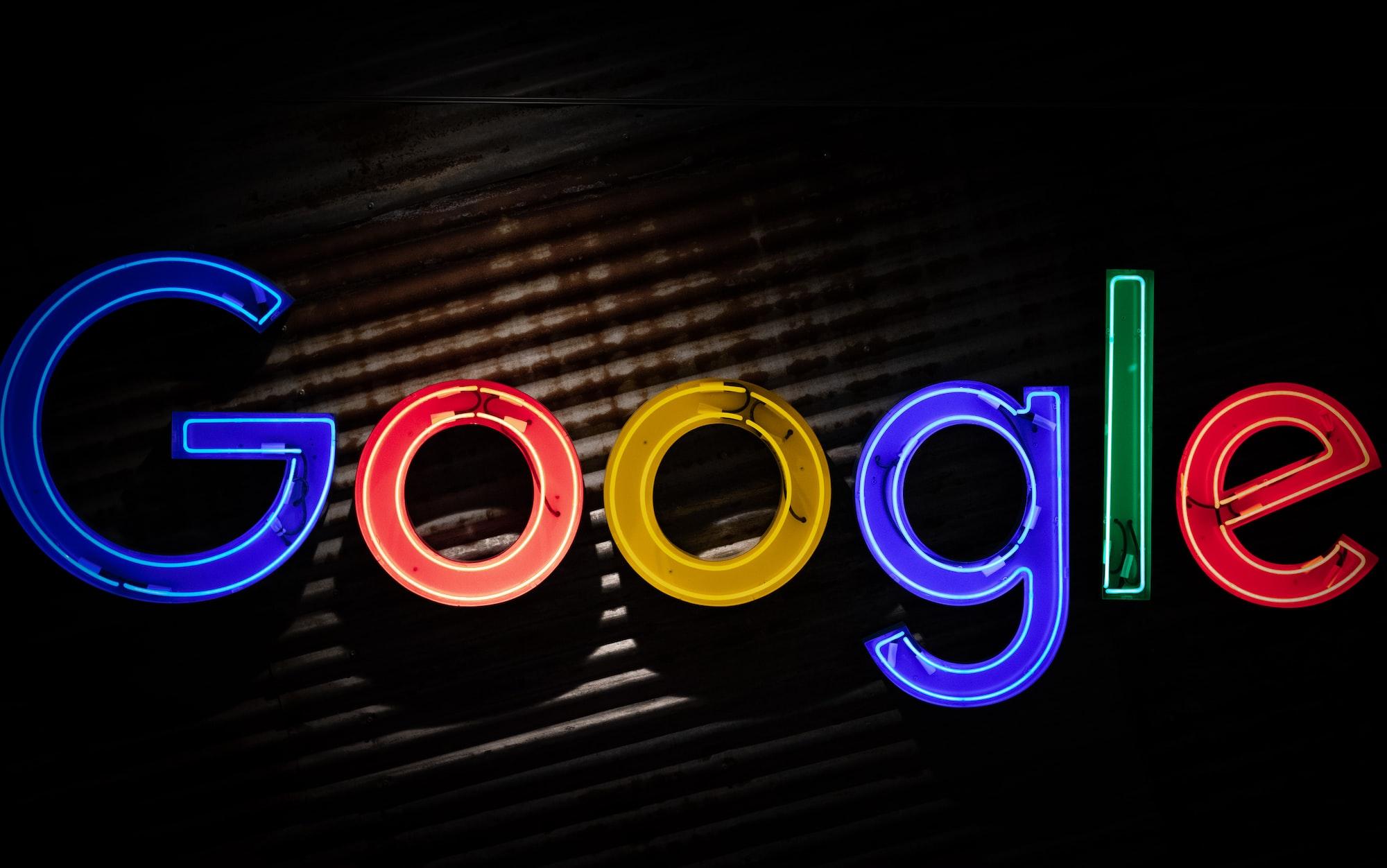 Google часто использует в рекламе наглядную демонстрацию своего основного продукта