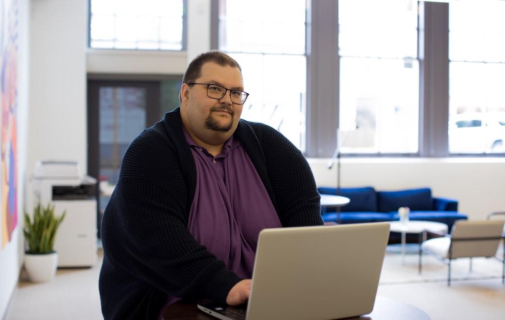 close-up photography of man using laptop