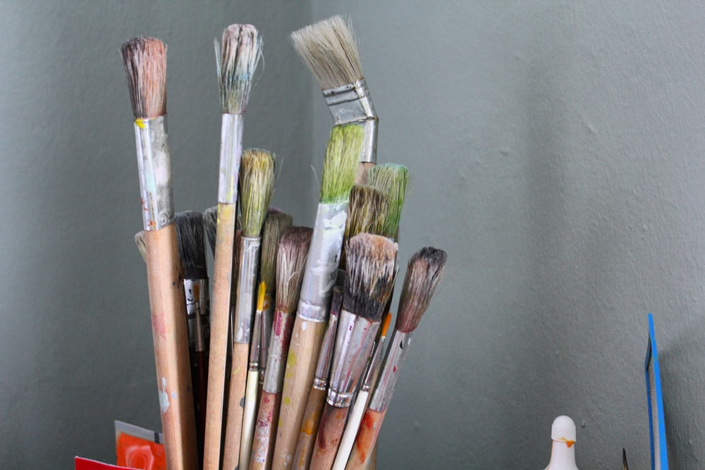 bunch of brown wooden paint brush
