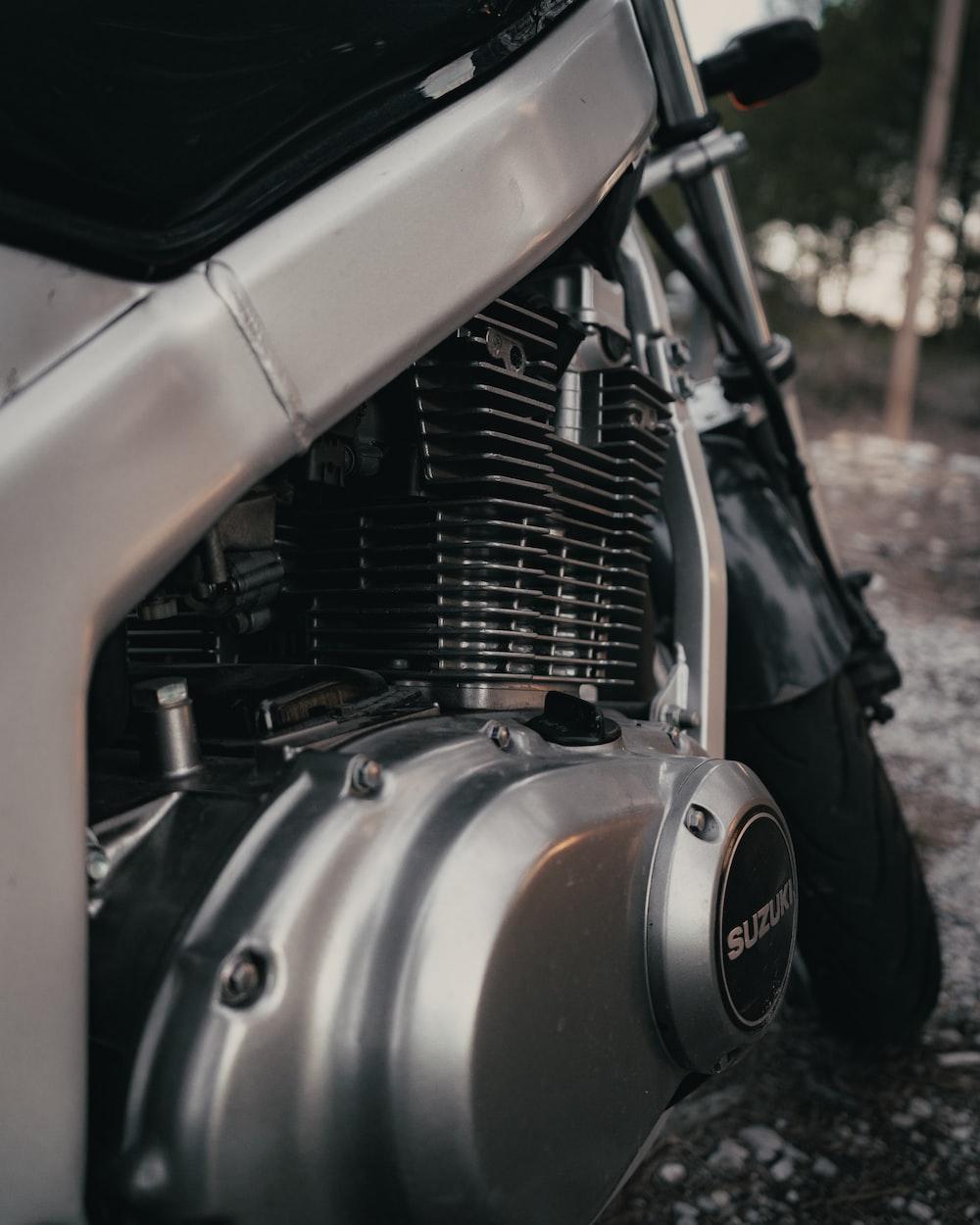 gray Suzuki motorcycle engine