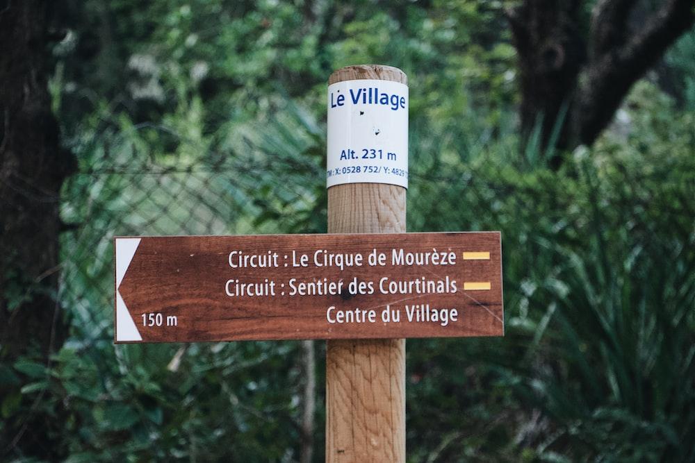 circuit: le cirque de moureze signboard on post near plants