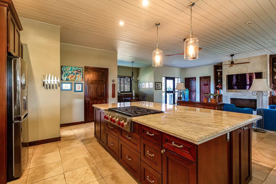 Home for sale.  Kitchen area.📷 by https://unsplash.com/franagain