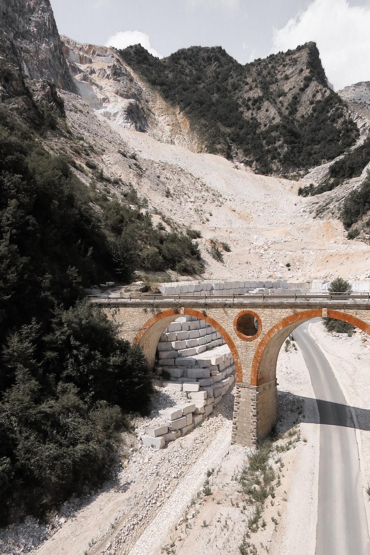 ridge on road