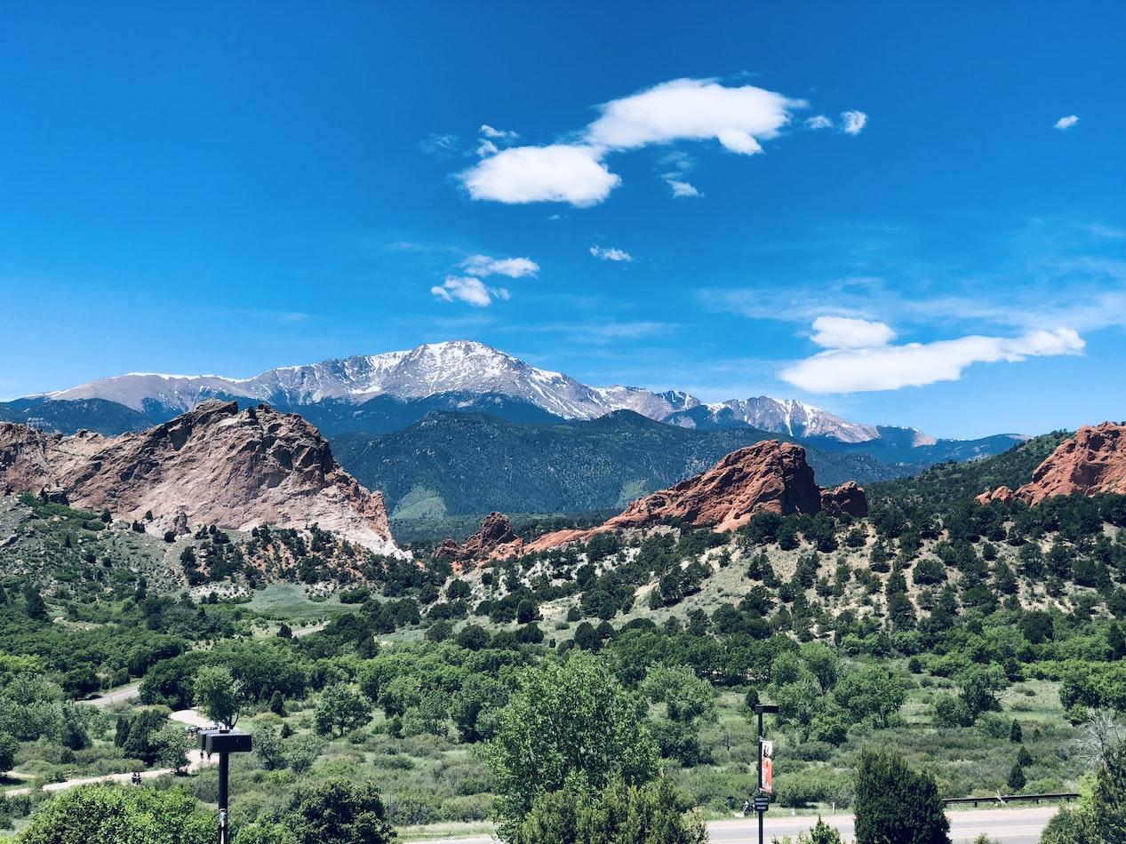 mountain view of Colorado Springs, CO