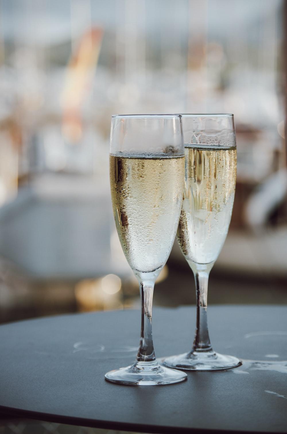 2 wine glasses in romantic restaurant in Sri Lanka