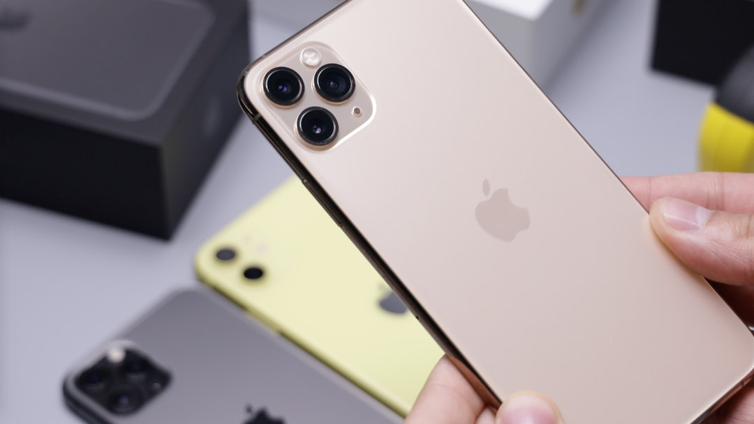 Iphone 11 Pro Gold Pictures Download Free Images On Unsplash