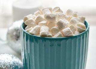 mug of white marshmallows