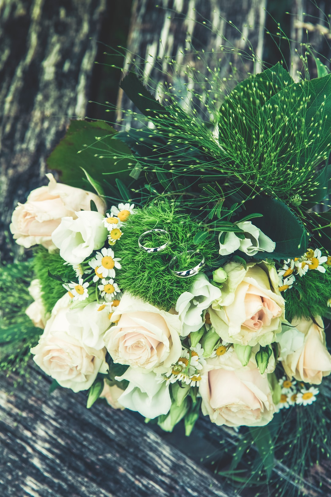 Weeding bouquet with wedding ring